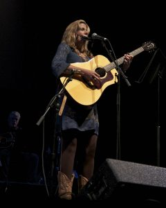 "Terri Hendrix performing ""The Dark"" (Photo by Machelle Dunlop)"