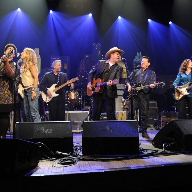 Brittany Howard, Sheryl Crow, Jimmie Vaughan, Robert Earl Keen, Joe Ely, Bonnie Raitt, and Jeff Bridges channel Buddy Holly during the grand finale at ACL's 40th anniversary party. (Photo by Scott Newton/courtesy of KLRU-TV