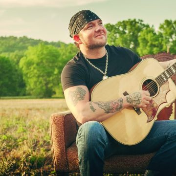 Stoney LaRue, 2014 (Courtesy Entertainment One Nashville)