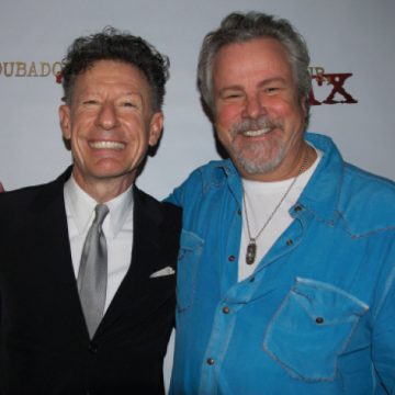 Aggies done good: Lyle Lovett and Robert Earl Keen (Photo by Lynne Margolis)