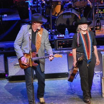 Ray Benson & Willie Nelson (Photo by Lynne Margolis)