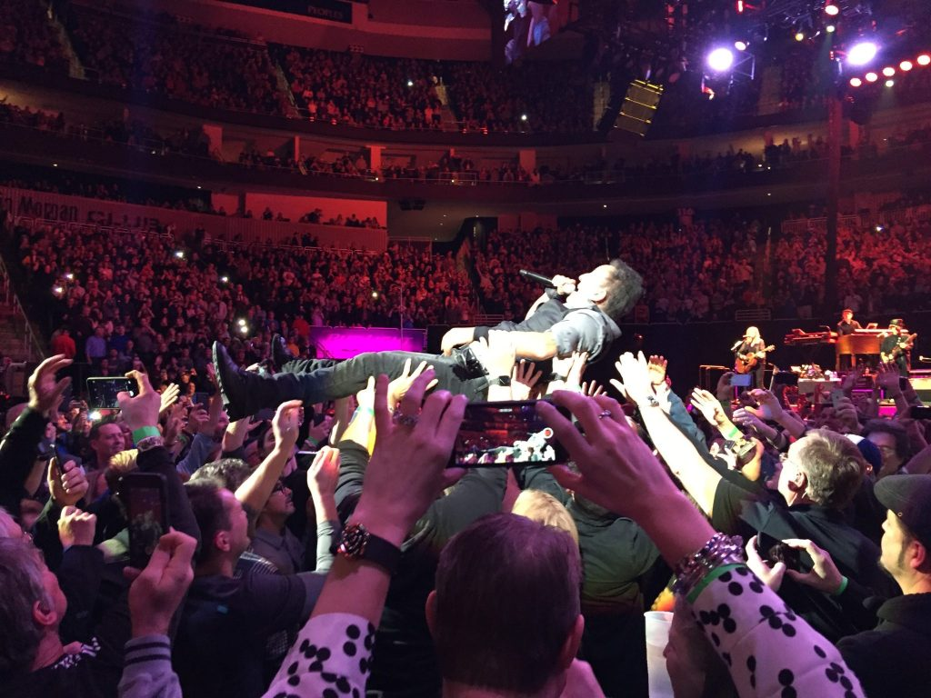 The fans in Pittsburgh have the Boss' back. (Photo by Tara Machen)