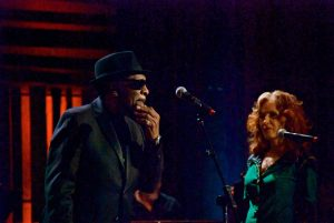 William Bell and Bonnie Raitt. (Photo by Lynne Margolis)