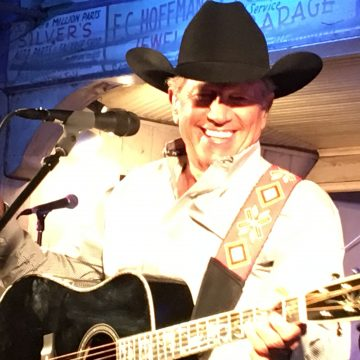 King George at Gruene Hall. (Photo by Dale Martin)