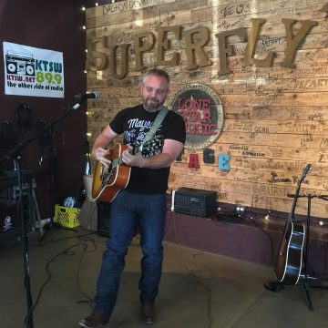 Mike Ethan Messick at Superfly's Lone Star Music Emporium on May 25, 2017. (Photo by Richard Skanse)