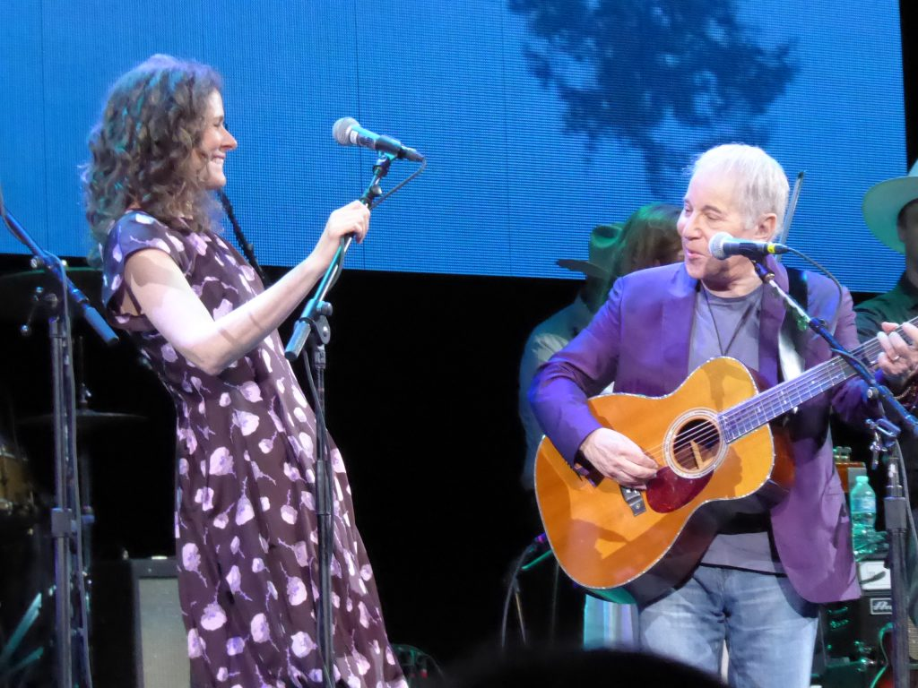 Texas' own Edie Brickell and husband Paul Simon (photo by Debbie L. Gray)