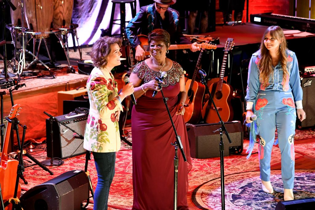 No fools in this chain: The show-closing Aretha Franklin tribute with (L-R) Brandi Carlile, Irma Thomas and Courtney Marie Andrews. (Photo by Erika Goldring/Getty Images for Americana Music Association)